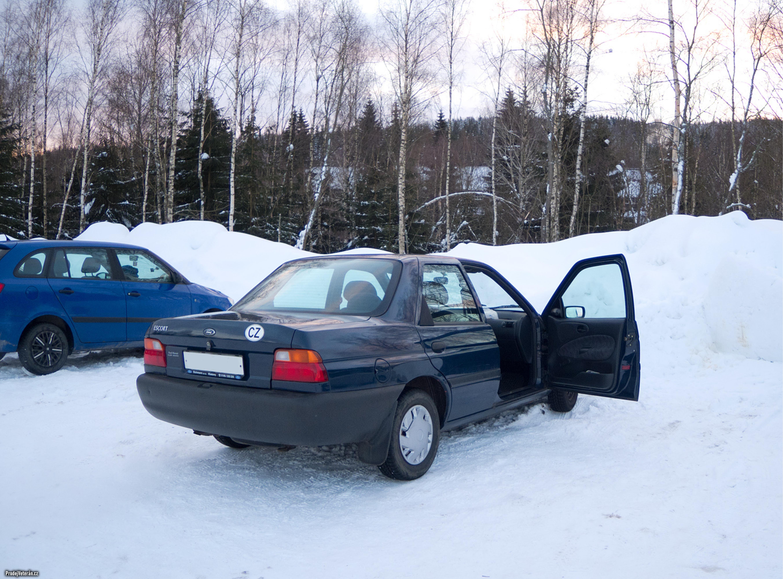 Ford Escort sedan