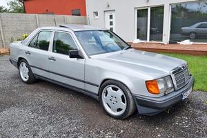 1989 Mercedes-Benz 300 E (W124)